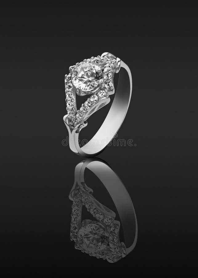 Anello con i diamanti immagine stock