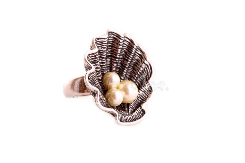 Anello con le perle fotografia stock libera da diritti