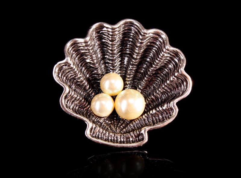 Anello con le perle immagine stock