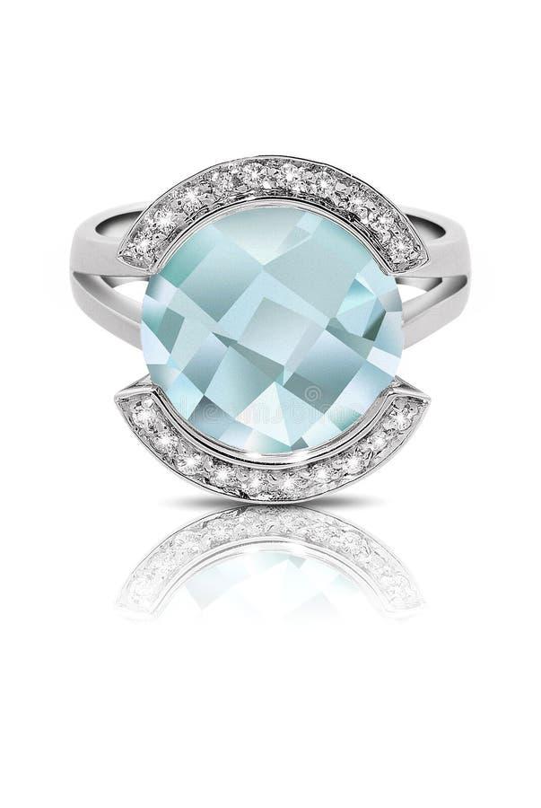 Anello d'argento messo con una pietra preziosa blu fotografie stock libere da diritti
