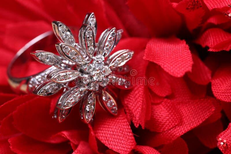 Anello del cocktail del diamante immagini stock