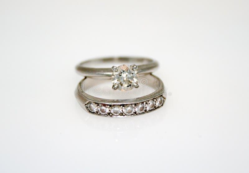 Anello di cerimonia nuziale del diamante immagini stock