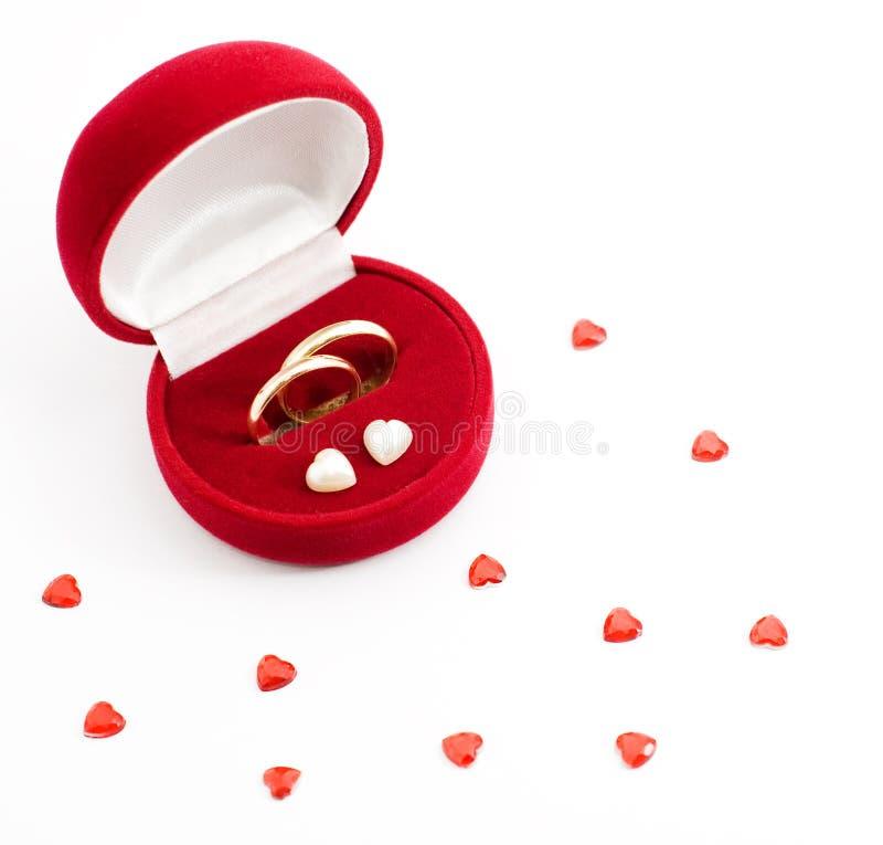 Anello di cerimonia nuziale in un contenitore di regalo fotografia stock libera da diritti