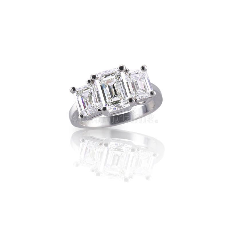Anello di diamante di pietra di Emerald Cut tre immagine stock