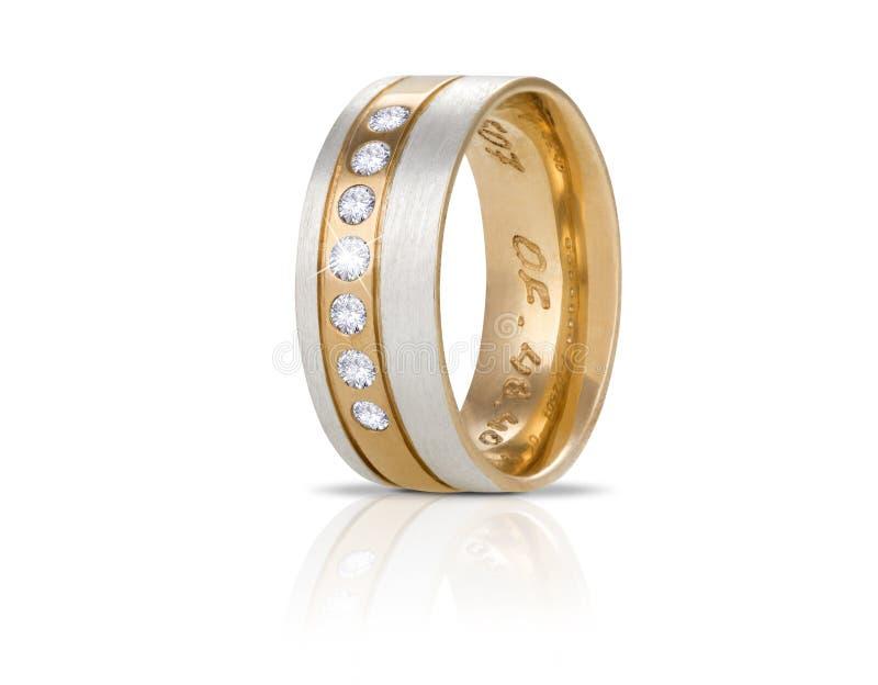 Anello di diamante dorato isolato su bianco immagine stock