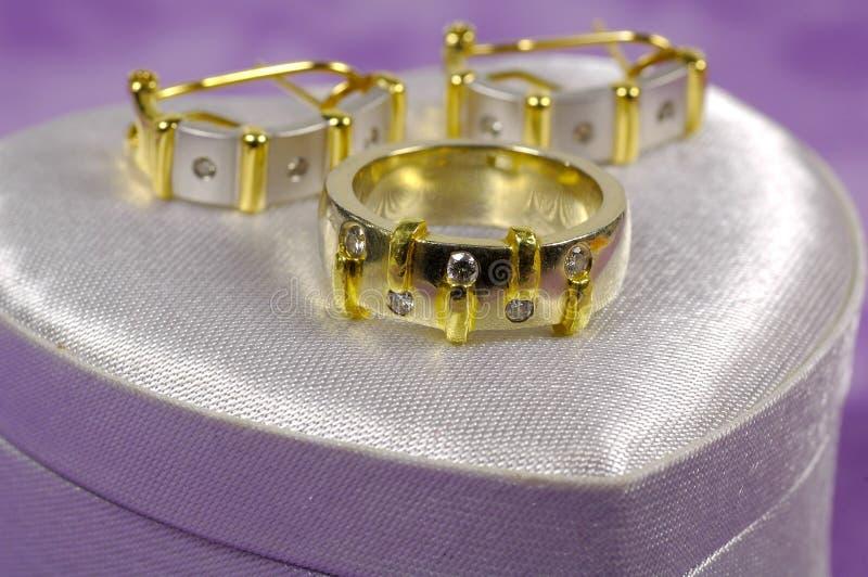 Anello di diamante e Earings immagine stock