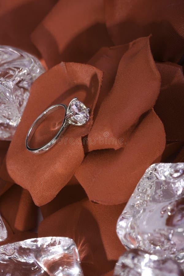 Anello di fidanzamento del diamante immagine stock
