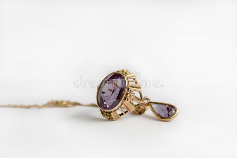 Anello di oro con alexandrite di pietra fotografia stock