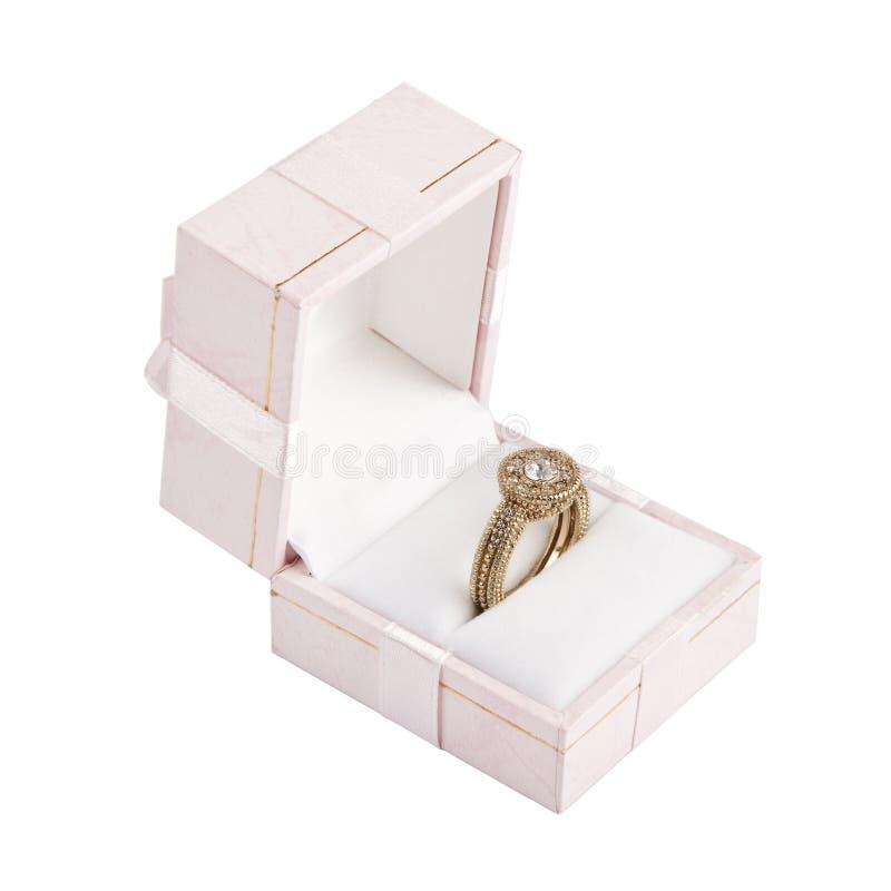 Anello di oro con il diamante in casella fotografie stock libere da diritti