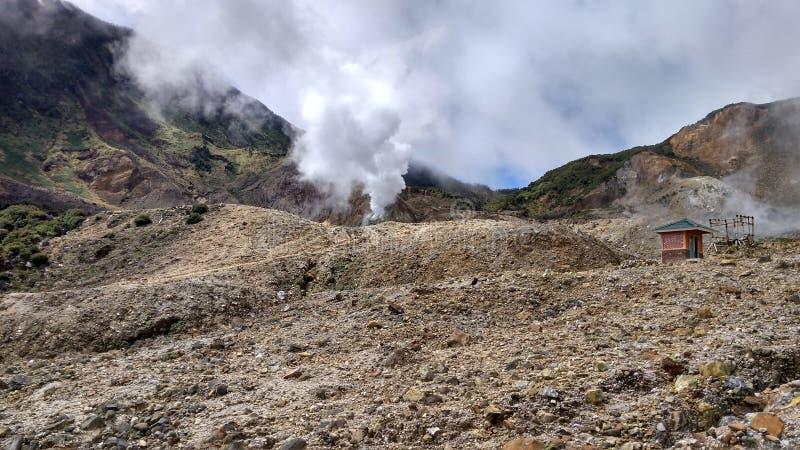 Anello di Papandayan Indonesia della montagna di fuoco vulcanico fotografia stock