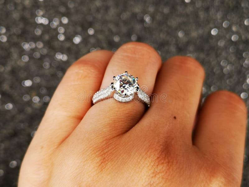 Anello Diamond Sintetico di Nova Carat fotografie stock libere da diritti