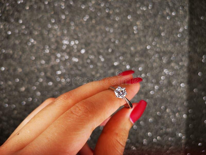 Anello Diamond Sintetico di Nova Carat immagini stock libere da diritti