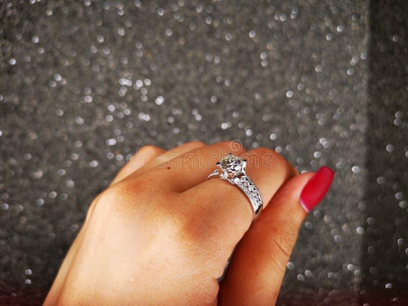Anello Diamond Sintetico di Nova Carat fotografia stock