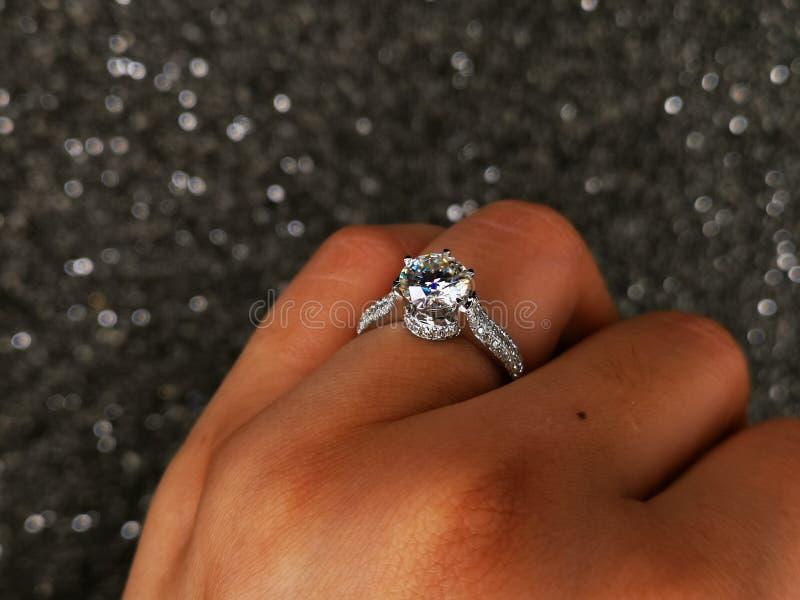 Anello Diamond Sintetico di Nova Carat fotografie stock