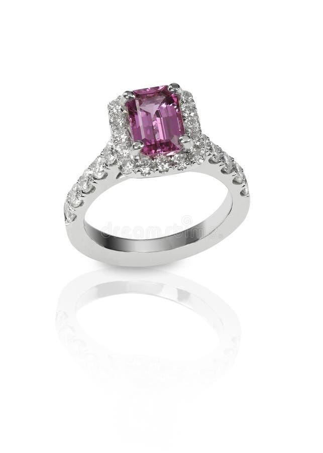 Anello encrusted diamante di anniversario di nozze di engagment fotografia stock