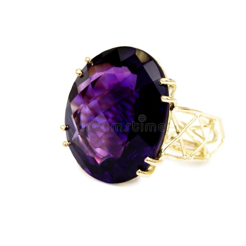Anello - pietra preziosa preziosa/semipreziosa porpora, insieme in oro immagine stock libera da diritti