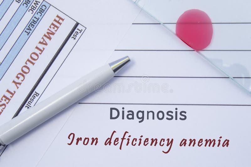 Anemia de deficiência de ferro do diagnóstico São escritos pela anemia de deficiência de ferro hematológica do diagnóstico do dou fotografia de stock royalty free