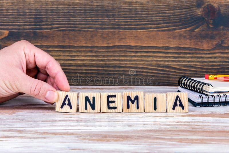 anemia Drewniani listy na biurowym biurku obrazy stock