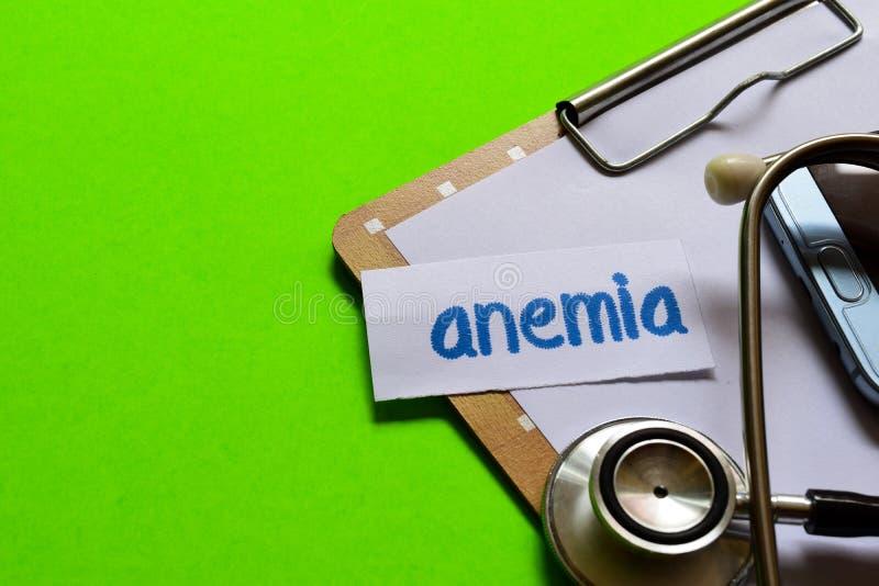 Anemia na opieki zdrowotnej pojęciu z zielonym tłem zdjęcie royalty free