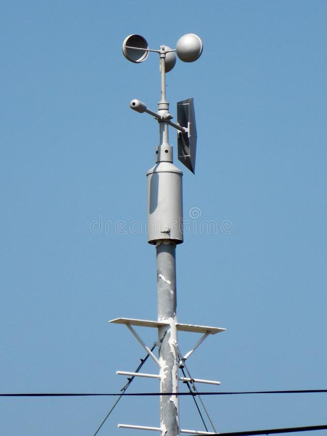 Anemometer - apparat som används för att mäta hastigheten av vind royaltyfri fotografi