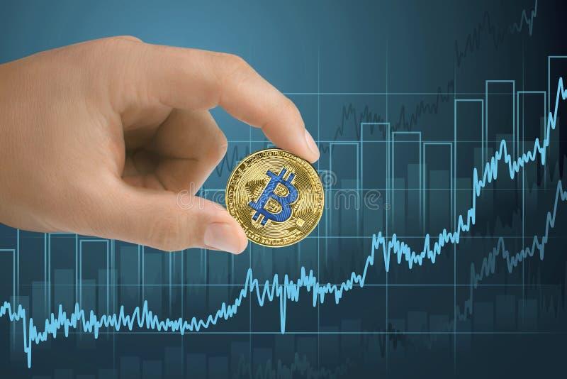Anerkennungs-, Verstärkungs- und wachsendes bitcoinfinanzwachstumsdiagramm Von Wert cryptocurrency oben steigen lizenzfreies stockbild