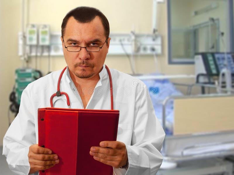 Anesthesiologist na divisão dos cuidados intensivos fotos de stock