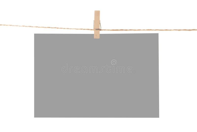 Anexo do papel da foto a rope com pinos de roupa imagem de stock