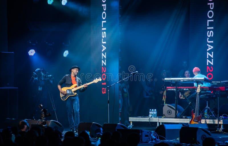 Anförande av Marcus Miller med hans musikband på jazzfestivalen i Lviv i Ukraina 2018 arkivfoto