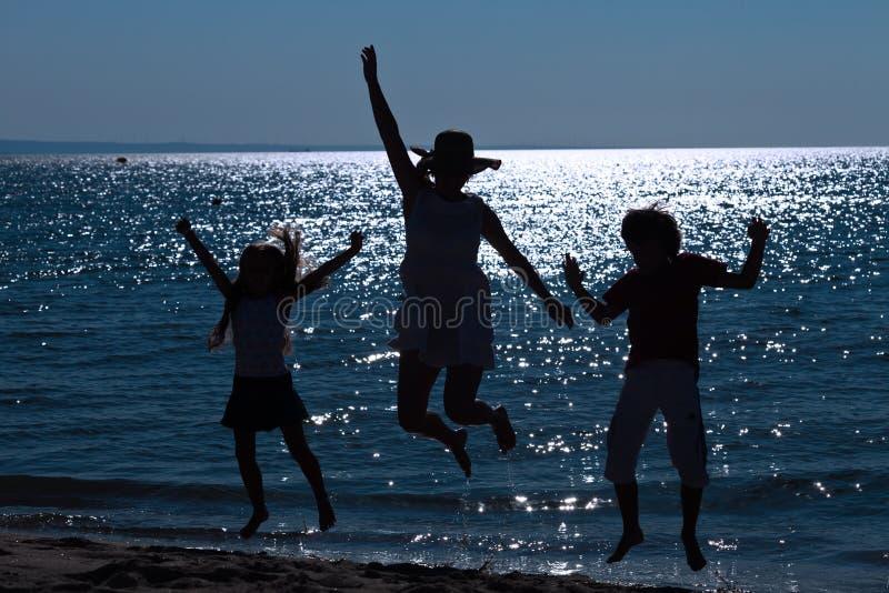 Anfang der Ferien am Seeufer lizenzfreies stockfoto