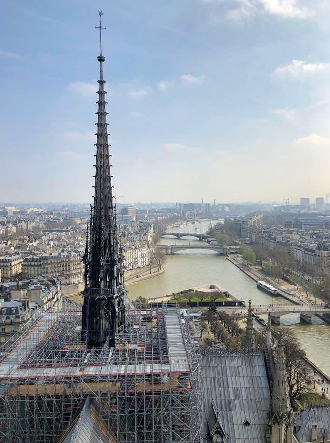 Anfang der Wiederherstellungsarbeit von Notre Dame-Kathedrale lizenzfreie stockfotografie