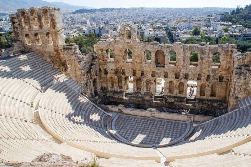 Anfiteatro antico in acropoli, Atene La Grecia fotografia stock libera da diritti