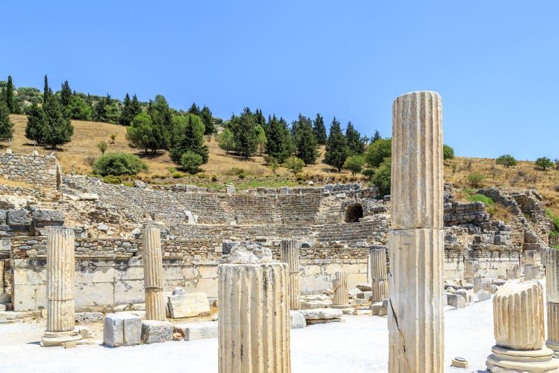 Anfiteatro das colunas e do Odeon na cidade antiga Ephesus em Selcuk, Izmir, Turquia fotos de stock