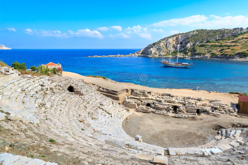 Anfiteatro de los knidos de la ciudad del griego clásico en Datca fotos de archivo