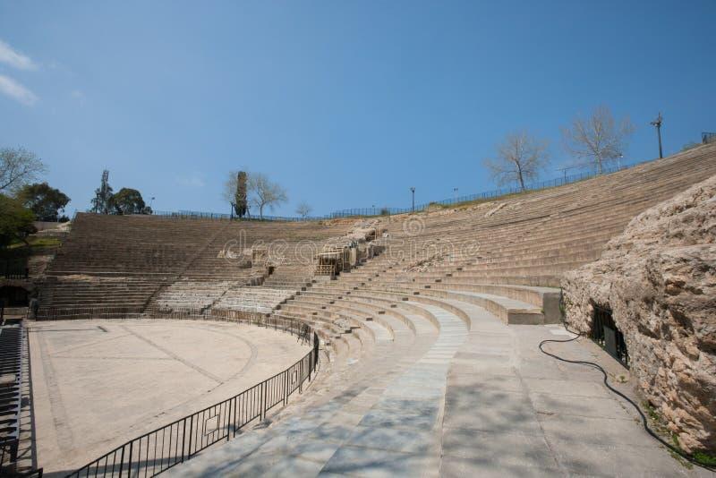 Anfiteatro romano contro cielo blu, Tunisi, Tunisia immagine stock libera da diritti