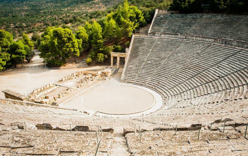 Anfiteatro vacío antiguo griego famoso en Epidaurus, Grecia imagen de archivo libre de regalías