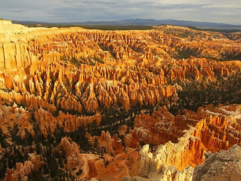 Anfiteatro, vista do ponto no nascer do sol, parque nacional da inspiração da garganta de Bryce imagens de stock