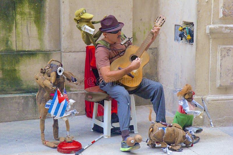 Anfitrião da rua em Havana, Cuba
