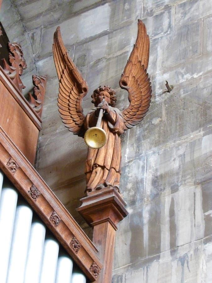 Ange à ailes dans l'intérieur de la chapelle de l'église de marys de saint dans le warwick en Angleterre images stock