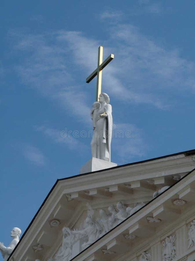 Ange avec la croix photos stock