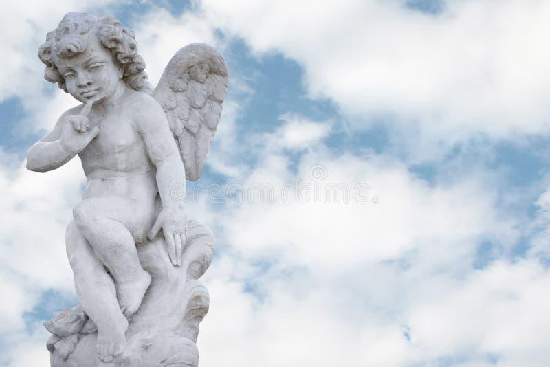 Ange avec le joli ciel images stock