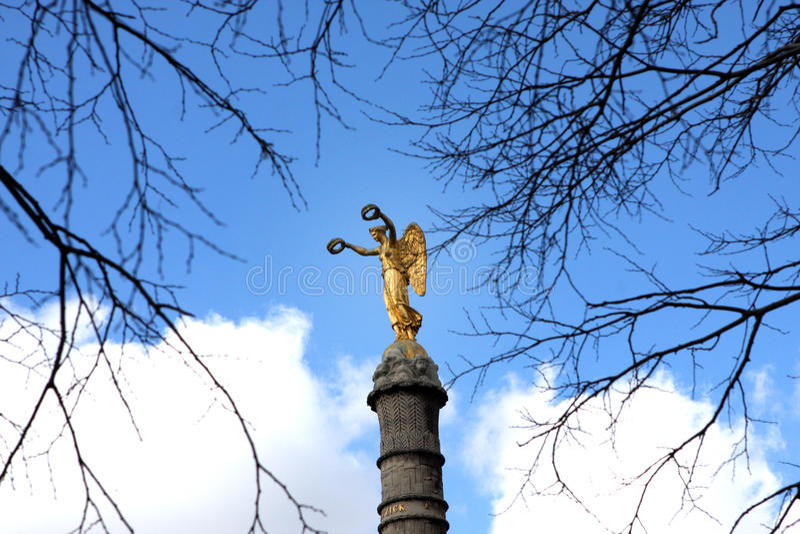 Ange d'or photographie stock libre de droits