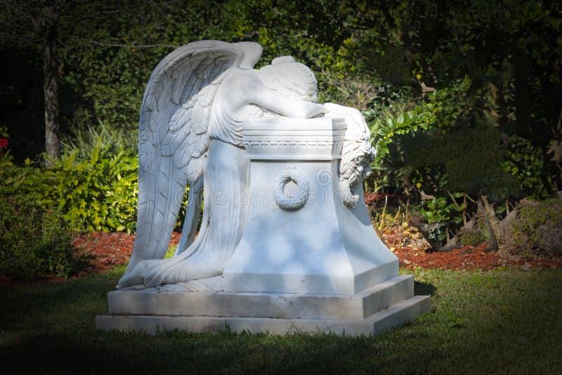 Ange de marbre en pierre photographie stock