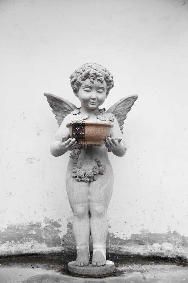 Ange et eau sainte image stock