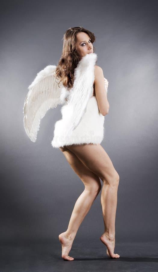 Ange sexy en fourrures blanches photo stock