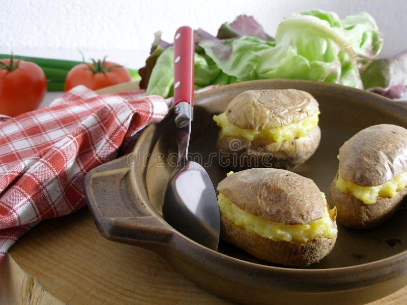 Angefüllte Kartoffeln stockfotos