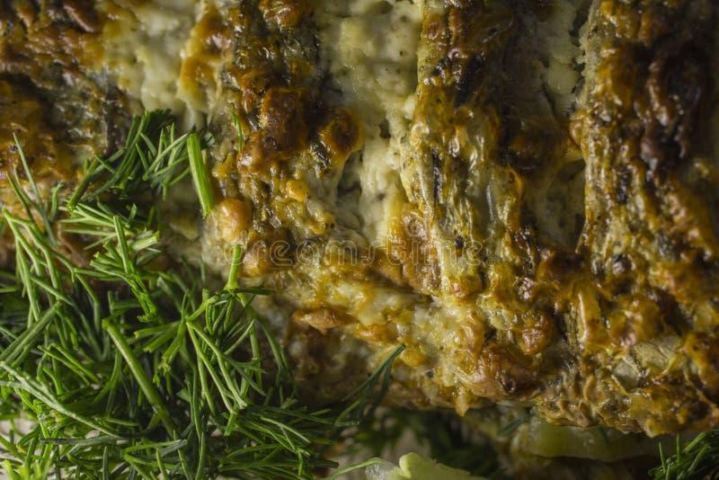 Angefüllter Karpfen, verziert mit Gemüse Satz Vektorskizzen lizenzfreies stockfoto