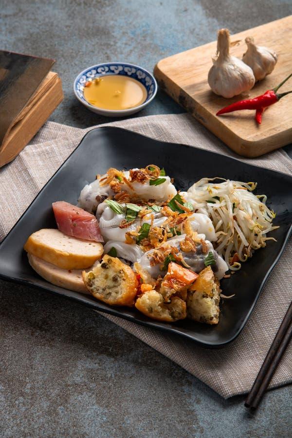 Angefüllter Pfannkuchen Banh Cuon oder gedämpfter gerollter Reispfannkuchen Einfach, gesund und köstlich, ist banh Cuon muss w stockfotografie