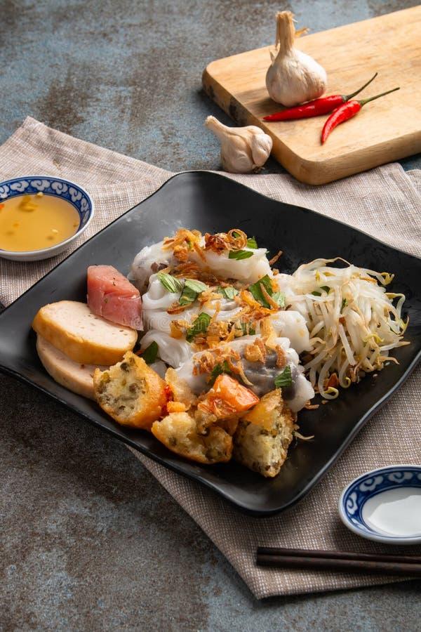 Angefüllter Pfannkuchen Banh Cuon oder gedämpfter gerollter Reispfannkuchen Einfach, gesund und köstlich, ist banh Cuon muss w lizenzfreie stockfotografie