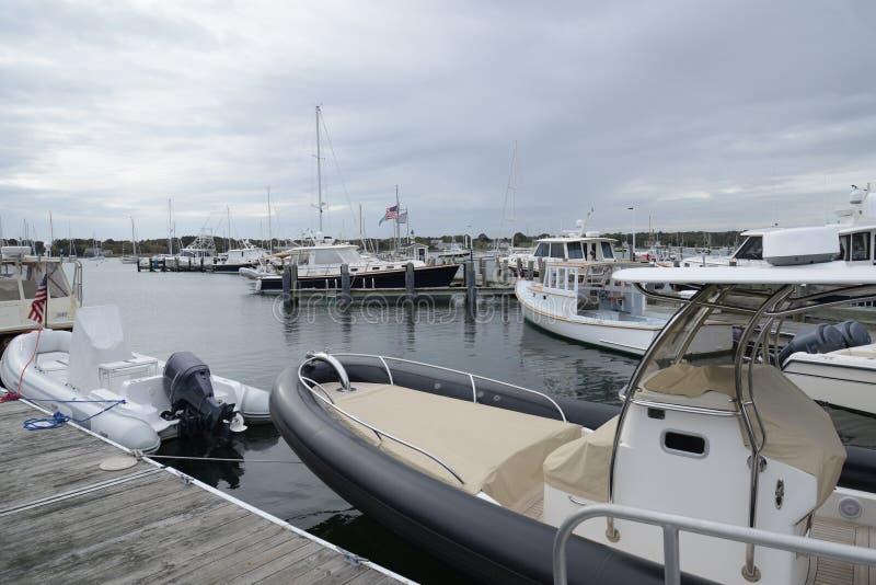 Angekoppelte Boote im Hafen in Stonington Connecticut stockfotos