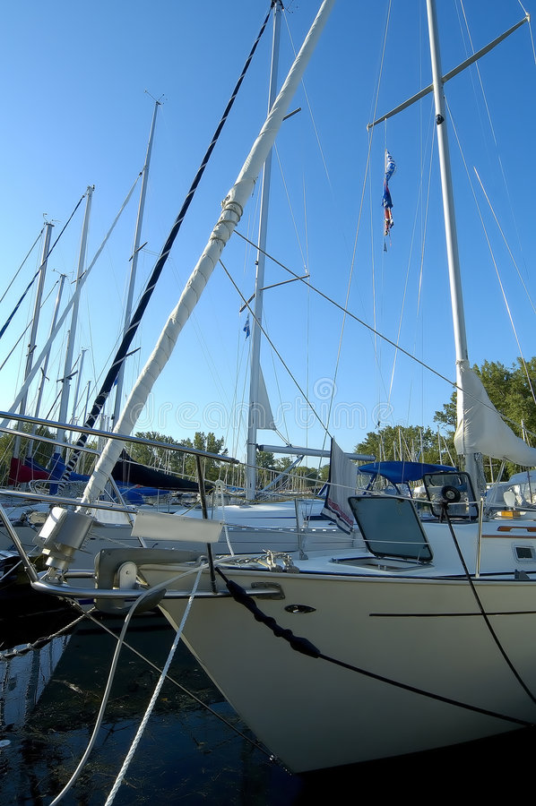Angekoppelte Segelboote lizenzfreies stockbild